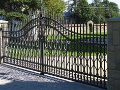 Iron Gates – Celeb Iron Gates Steel Gate Design, Iron Gate Design, Driveway Gate, Fence Gate, Fences, Simple Gate Designs, Main Door Design, Iron Gates, Entrance Gates