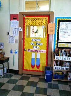 S kindergarten korner: classroom layout pictures Classroom Layout, Classroom Organisation, Classroom Door, Future Classroom, Classroom Themes, Kindergarten Door, School Wide Themes, Web Social, Diy Classroom Decorations