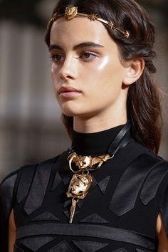 Valentino Fall 2015 Couture Fashion Show Couture Mode, Couture Fashion, Runway Fashion, Fashion Art, Fashion Models, Fashion Show, Fashion Jewelry, Fashion Design, Couture 2015