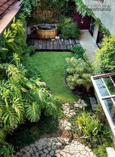 5 Ultimate Cool Tips: Cottage Backyard Garden Plants small backyard garden families.Backyard Garden Party Entertaining backyard garden design how to make. Small Garden Design, Patio Design, Back Gardens, Small Gardens, Small Backyard Gardens, Small Backyard Landscaping, Landscaping Ideas, Backyard Ideas, Patio Ideas