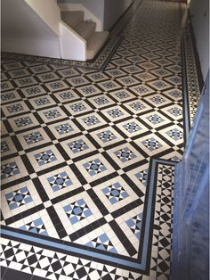 London Mosaic | Victorian Tiles | We offer full customisation of all our designs, from colourways to patterns. Contact our design team to discuss your requirements, or view our catalogue by clicking on the image | Installation | #victoriantiling #halltiles #victoriantiles #geometrictiles #oldenglishtiles #hallway #winckelmans