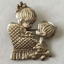 """Vintage sterling silver """"Girl on chair and playing boy"""" flat brooch /... Lot 230"""