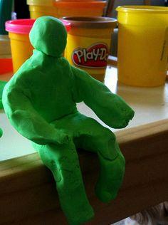 Partir à la découverte du schéma corporel via un atelier de sculpture qui consiste à créer des personnages en mouvement.