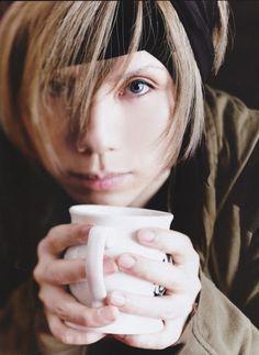Acid Black Cherry yasu<<Have to look him up! Hiro Mizushima, Visual Kei, Cherry, Asian, Rock, Music, Bands, Kpop, Fantasy