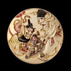 Manjū netsuke depicting Minamoto no Yorimasa and Ii no Hayata slaying the nue, a mythical creature. Ashmolean Museum.