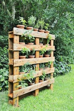 If you are looking for Diy Projects Pallet Garden Design Ideas, You come to the right place. Below are the Diy Projects Pallet Garden Design Ideas. Herb Garden Pallet, Wooden Garden Planters, Diy Garden, Garden Projects, Garden Landscaping, Home And Garden, Diy Projects, Pallet Projects, Diy Pallet