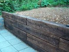 How to build a retaining wall with railway sleepers? Sleeper Retaining Wall, Building A Retaining Wall, Garden Retaining Wall, Landscaping Retaining Walls, Building A Fence, Sloped Garden, Railroad Tie Retaining Wall, Rustic Backyard, Backyard Fences