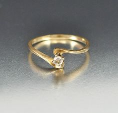 Simple and elegant vintage 14K yellow gold engagement wedding ring! A sparkling round single-cut diamond speaks for itself in this artfully styled 14K