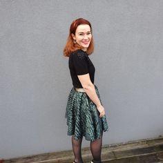 Réaliser sa jupe cercle sans patron et sans soucis. Midi Skirt, Lady, Womens Fashion, Skirts, Vintage, Comme, Crafts, Sewing Tips, Vestidos