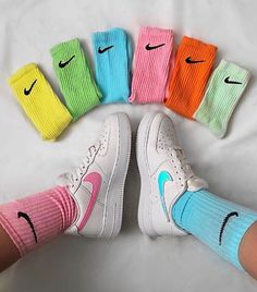 Rainbow of Nike socks. Air Force 1, Nike Air Force, Mode Adidas, Tie Dye Socks, Style Streetwear, Style Hipster, Aesthetic Shoes, Urban Aesthetic, Nike Air Shoes