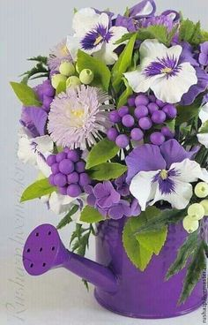 Excellent Arrangements And Bouquets Ideas With Easter Flowers - Easter--regarded as one of the most important religious feasts in the year--is marked by fun, togetherness and love. Feasts, get-togethers, and prayer. Purple Flower Arrangements, Floral Centerpieces, Floral Bouquets, Exotic Flowers, Purple Flowers, Beautiful Flowers, Orchid Flowers, Yellow Roses, Pink Roses