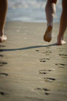 sand, sea & sun = hmmmm lovin it! Running On The Beach, I Love The Beach, Beach Walk, Beach Bum, Joy Of Life, Life Is Good, Wedding Engagement, Engagement Photos, Barefoot
