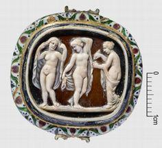 """camée, """"Les trois Grâces"""" (camée.65), BnF. Sardonyx, époque romaine"""