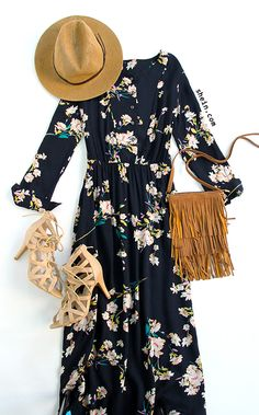 Every season need floral-Navy long sleeve floral maxi dress outfit. Not that purse though. Modest Fashion, Boho Fashion, Fashion Outfits, Fashion Trends, Navy Dress Outfits, Cute Outfits, Spring Summer Fashion, Spring Outfits, Floral Maxi Dress