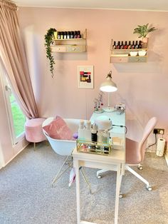 Home Beauty Salon, Home Nail Salon, Nail Salon Design, Beauty Salon Decor, Salon Interior Design, Pink Nail Salon, Best Nail Salon, Beauty Studio, Spa Room Decor