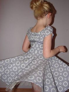 ELODIE - tutorial for the elodie dress Farbenmix Little Girl Fashion, Little Girl Dresses, Kids Fashion, Girls Dresses, Baby Dress Patterns, Dress Up Costumes, Cute Outfits For Kids, Little Fashionista, Diy Clothes