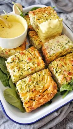Zucchini Slice is an easy and healthy recipe for breakfast! Similar with different techniques to our Gluten Free Zucchini Slice. Easy Healthy Dinners, Healthy Dinner Recipes, Breakfast Recipes, Vegetarian Recipes, Cooking Recipes, Zucchini Dinner Recipes, Bacon Zucchini, Healthy Zucchini Slice, Vegetable Slice