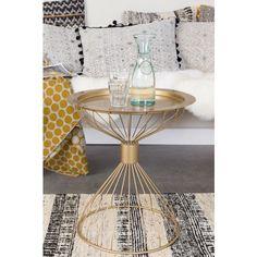 Wundrschöner Beistelltisch in Gold und feinem Design. Der Clou dabei: die Tischplatte ist abnehmbar und dank des leichten Materials, als Tablett verwendbar.