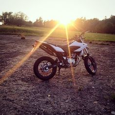 Geile Wr von @braapgirly im perfekten sonnenlicht   #fanpost #yamaha #sumo #grenzgaenger #likerforlike #followforfollow #125cc #motorcycle #bike by biker_unity