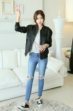 Buy Damage Knee Cut Jean at Korean Fashion Store. Find more jeans and clothes hot in South Korea right at our store. We are always adding new styles to our collection, clothing coming directly from South Korea. Korean Street Fashion, Korean Fashion Ulzzang, Korean Fashion Winter, Asian Street Style, Korean Fashion Casual, Korean Fashion Trends, Korea Fashion, Asian Fashion, Look Fashion