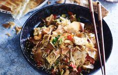 Loempiabowl Poke Bowl, Buddha Bowl, Food Crafts, Japchae, Pasta Salad, Love Food, Lunches, Food And Drink, Ethnic Recipes