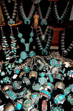 Turquoise jewelry doesn't necessarily have to come in the same color, however. With this jewelry, you have a very large selection of colors within the main turquoise. Navajo Jewelry, Southwest Jewelry, Western Jewelry, Bohemian Jewelry, Stone Jewelry, Silver Jewelry, Vintage Jewelry, Vintage Turquoise Jewelry, Jewlery