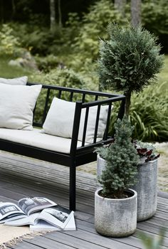 10 Amazingly Creative DIYs for you Patio: Deck Patio Outdoor Balcony, Backyard Patio, Outdoor Sofa, Outdoor Spaces, Outdoor Gardens, Outdoor Living, Outdoor Furniture, Outdoor Decor, Patio Bench