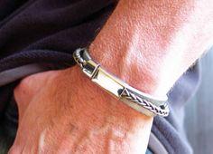 Armbänder - Lederarmband Männer (unisex) schwarz oder grau - ein Designerstück von elfenstuebchen bei DaWanda