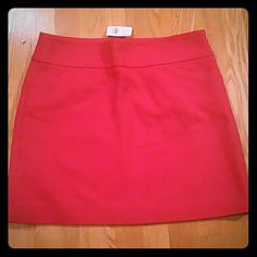 NWT Deep Red Loft Mini Skirt Loft Mini skirt, color is red, even though it looks orange in the picture, 2 pockets in the front, has lining on the inside, she'll is 100% cotton, lining is 100% polyester, has a texture to the skirt thay is shown in the 2nd picture LOFT Skirts Midi