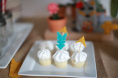 arrow cupcakes- now this was meant for a kids birthday- but i love the bow and arrows.  too cute.
