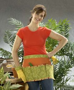 Spring into Gardening Apron & Gloves – Just because you're in the dirt doesn't mean you can't look cute! This easy-to-make apron will hold all of your gardening tools. Add some trim to gloves for a matching set! Garden Tool Belt, Gardening Apron, Organic Gardening, Gardening Tools, Gardening Gloves, Sewing Hacks, Sewing Projects, Sewing Ideas, Modern Aprons