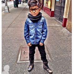 Meninos Estilosos Moda Infantil Masculina #boys Fashionistas do Instagram - Coturno e camisa jeans  @gavster_07 #postmyfashionkid #fashionkids