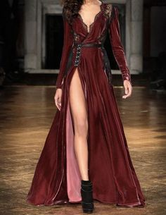 Medieval Dress, Beautiful Gowns, Beautiful Outfits, Pretty Outfits, Pretty Dresses, Fantasy Gowns, Trend Fashion, 80s Fashion, Vintage Fashion