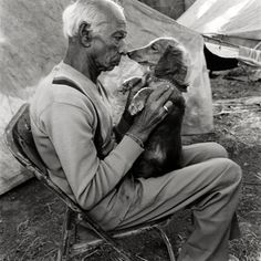 Nose-to-nose with a dachshund. Photo by Mary Ellen Mark.