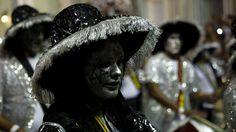 - Mulher participa de desfile do carnaval em Montevidéu, no Uruguai, que é considerado uma das manifestações culturais mais longas do mundo. Foto: Juan Ignacio Mazzoni / EFE