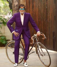 Bollywood veteran Amitabh Bachchan has disclosed where he wants to go on his bicycle! In a new video Big B has s Bollywood Stars, Bollywood News, Bollywood Fashion, Bachchan Family, India Actor, Watch Bollywood Movies Online, Glamour World, Throwback Pictures, Indian Men Fashion