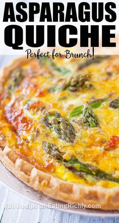 A golden asparagus quiche makes an impressive addition to your brunch spread and is perfect for Easter, Mother& Day, or a lazy Sunday. Breakfast Quiche, Breakfast Dishes, Breakfast Recipes, Quiche Recipes, Brunch Recipes, Easy Dinner Recipes, Salad Recipes, Asparagus Quiche, Asparagus Recipe