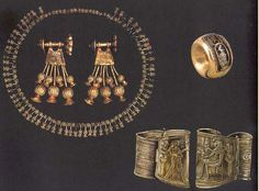 Estos son accesorios originales en exibición en el museo de Egipto, son accesorio un tanto distintos a los antes mostrado pero no menos facinantes.  Estos incluyen brazaletes, collares, pantallas entre otros y hoy en día tienen un valor casi in-calculable monetariamente hablando.