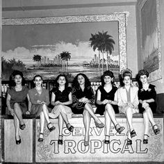 HAVANA CUBA - Girls sit on the bar at a nightclub in 1946 in Havana, Cuba. (Photo by Earl Leaf/Michael Ochs Archive/Getty Images) Vintage Cuba, Vintage Photos, Night Club, Night Life, Cuba Hotels, Our Man In Havana, Cuba Fashion, Cuba Beaches, Cuban Coffee