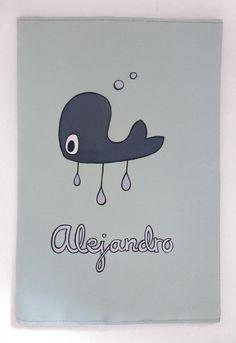 Os gusta esta divertida ballena de la funda de cartilla del pequeño Alejandro? A mí me encanta!! #pintadoamano #handmade #regalospersonalizados #niños #kids