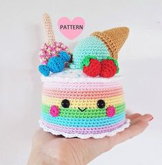 This is a pattern for a super cute and yummy Rainbow Candy Cake! This cake is topped with an ice cream cone, lollipop, candy and strawberries. And of course sprinkles! Find this amigurumi pattern at LoveCrochet. Crochet Cake, Crochet Food, Cute Crochet, Crochet Dolls, Easy Crochet, Amigurumi Patterns, Crochet Patterns, Crochet Edgings, Crochet Borders
