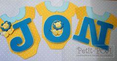 Bandeirinhas em formato de roupinhas de bebê. Feitas em scrapbooking Petit POA - Eventos & Lembrancinhas Personalizadas