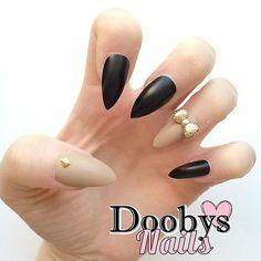 Doobys Stiletto - Nude & Matte Black Bows - 24 Hand Painted False Nails #stilettonails #neonnails #nailart