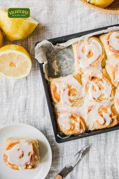 Gluteeniton ja vegaaninen sitruunapulla on kesäinen vaihtoehto kanelikierteille! Mehevän sitruunaiset pullat valmistuvat vuoassa ja kokonaisuus kruunataan raikkaalla kuorrutteella. Allrecipes, Sweet Recipes, Gluten Free, Glutenfree, Sin Gluten, Grain Free