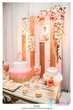 Dessert table at a rustic pink and gold birthday party! See more party… 25th Birthday Parties, Vintage Birthday Parties, Vintage Party, Pink Parties, Birthday Bash, Birthday Ideas, Pink Party Foods, Sweet 16 Photos, Sweet Sixteen Parties