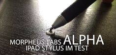 iPad Stift zum Malen & Zeichnen: Morpheus Labs Alpha Stylus im Test! - http://apfeleimer.de/2014/05/ipad-stift-zum-malen-zeichnen-morpheus-labs-alpha-stylus-im-test -                 Alpha nennt sich der iPad Stift (oder Tablet Stift) der sich im Test mit dem Platzhirschen bei iPad Stiften von Adonit messen muss. Der Alpha umschreibt sich selbst als Präzisionsstift für die Arbeit am iPad oder Tablet mit kapazitiven Display und hat viel von bzw. aus den F...