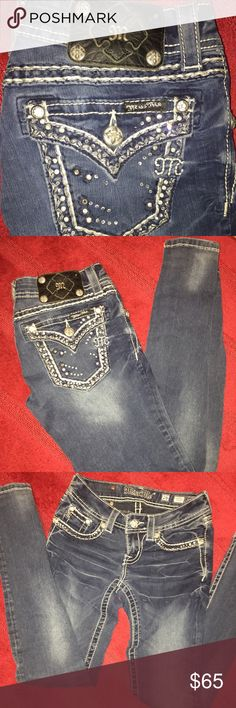 💙💙Miss Me Jegging- Skinny jeans 💙💙 💙💙Miss Me Jegging- Skinny jeans 💙💙 looks new. (Few jewels missing on back pocket see photos)        Size: 26 Miss Me Jeans Skinny