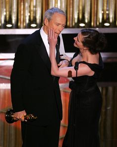 Julia Roberts and Clint Eastwood - The 77th Annual Academy Awards, February 27, 2005