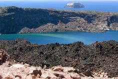 Greece - volcano off the island of Santorini Travel Around The World, Around The Worlds, Planet Earth 2, Wide World, Greek Islands, Volcano, Santorini, Athens, Grand Canyon