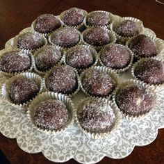 This recipe of walnuts cocoa rum balls recipe comes from Romania. Rum balls can be made with graham crackers, crushed vanilla wafers, or even leftover cake. Christmas Desserts, Holiday Treats, Christmas Treats, Christmas Baking, Holiday Recipes, Christmas Cookies, Christmas Recipes, Irish Christmas, Mexican Christmas